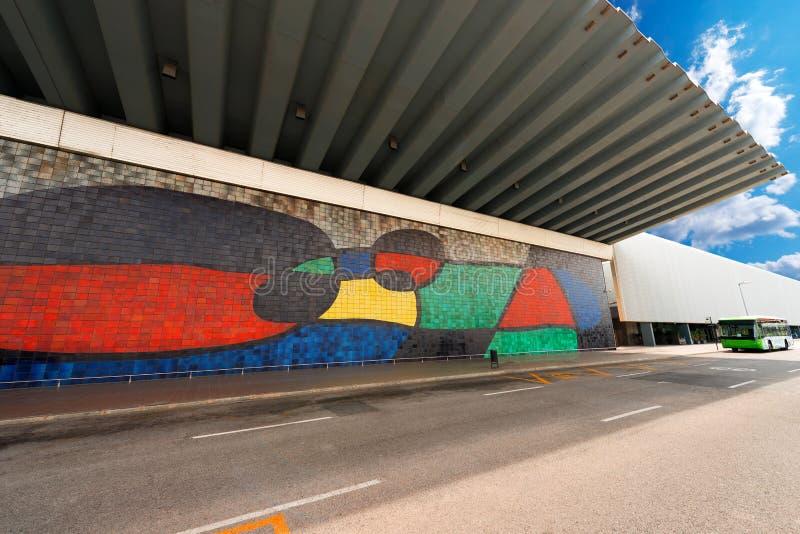 Joan Miro - stor keramisk väggmålning - Barcelona arkivbild