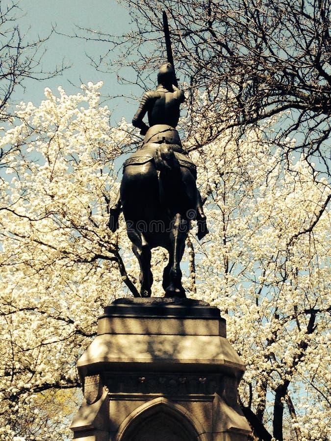 Joana da estátua da mulher do arco no cavalo fotos de stock