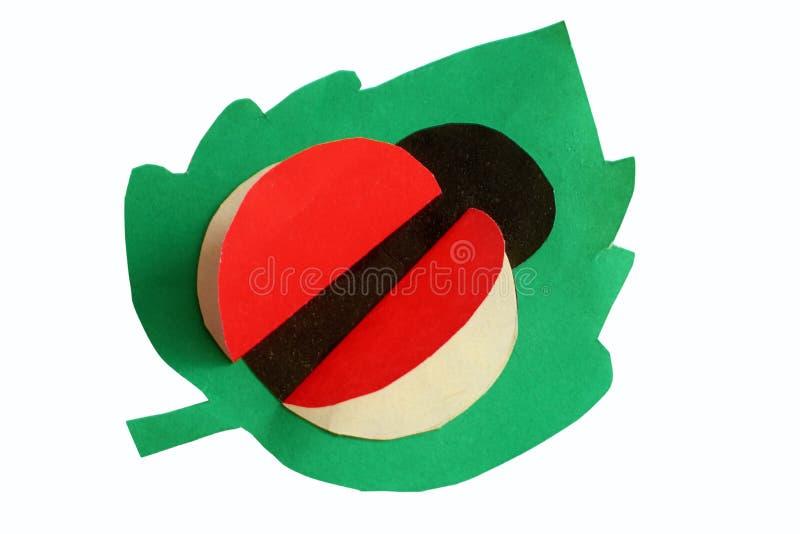Joaninha do applique do ` s das crianças na folha verde imagem de stock