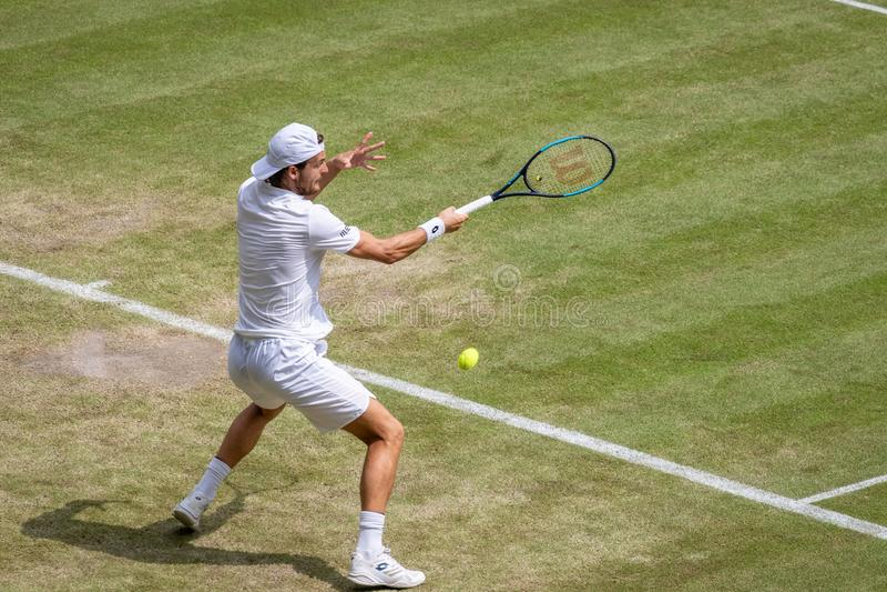 Joao Sousa på Wimbledon royaltyfri fotografi