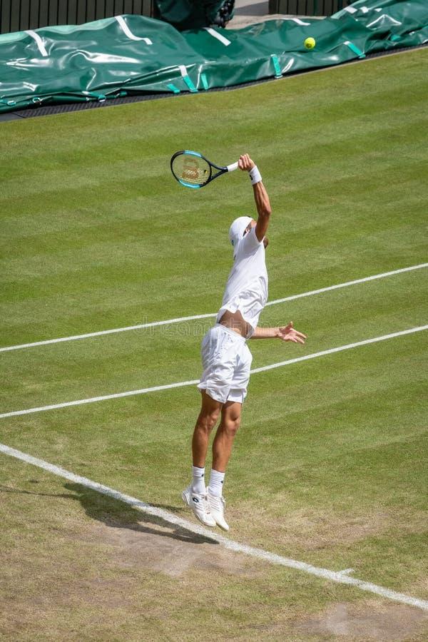 Joao Sousa på Wimbledon royaltyfri foto