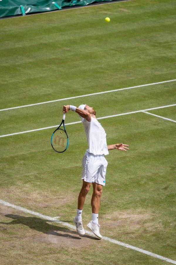 Joao Sousa på Wimbledon royaltyfria bilder