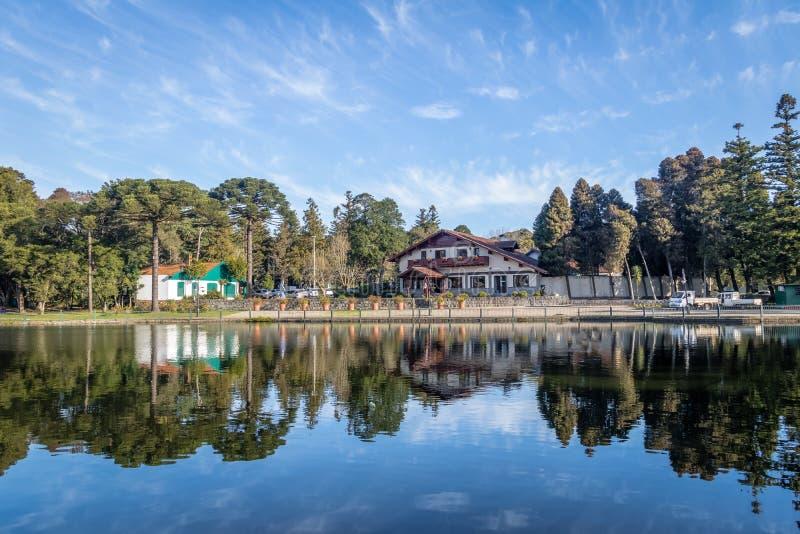 Joaquina Rita Bier Square e lago - Gramado, Rio Grande do Sul, Brasile immagine stock libera da diritti
