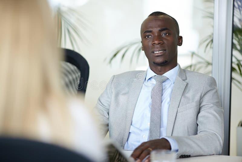 Job Interview na sala de reunião fotografia de stock royalty free