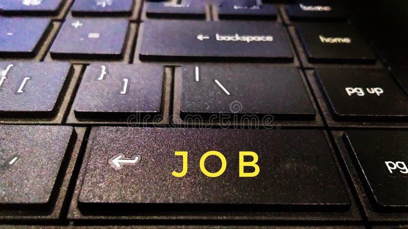 Job oder naukari oder Job wenden Knopf oder Schlüssel des schwarzen Laptops an stockfoto