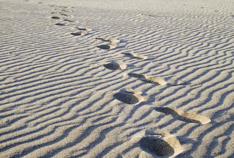 Jobstepps im Sand stockfoto