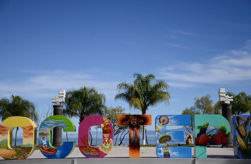 Jocotepec, Mexique 30 novembre 2018 : Le signe de Jocotepec devant le lac Chapala photos stock