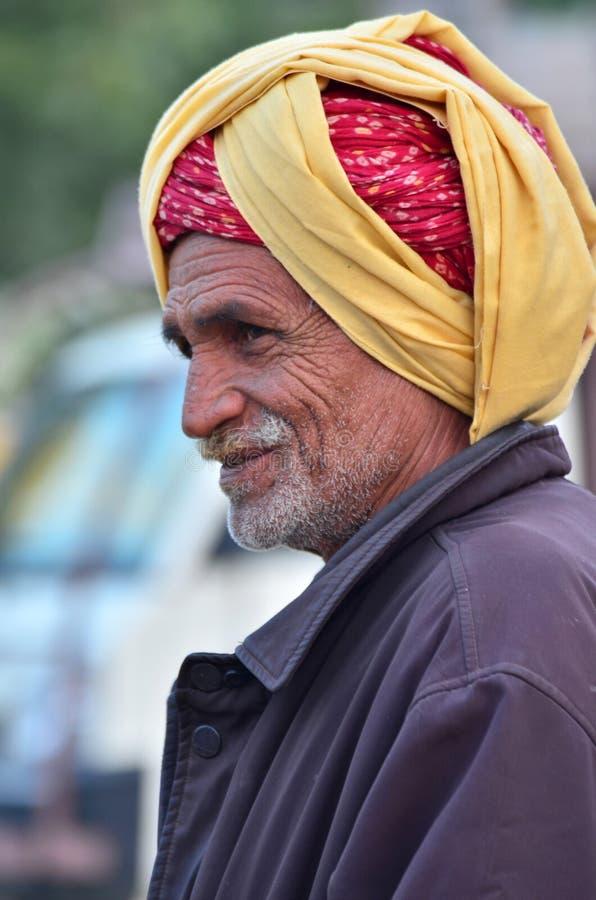 Jodhpur India, Styczeń, - 2, 2015: Niezidentyfikowany Indiański starszy mężczyzna w Jodhpur wiosce obraz royalty free