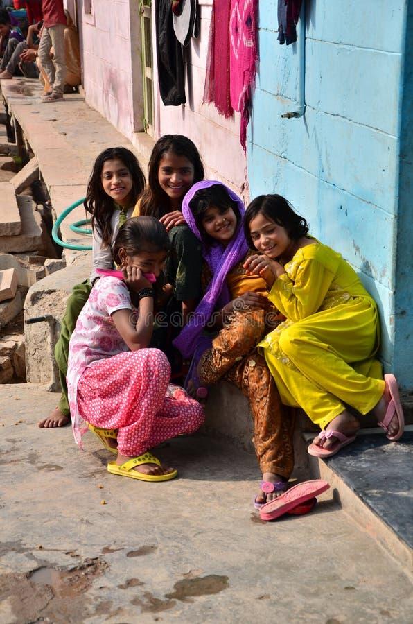 Jodhpur India, Styczeń, - 2, 2015: Portret Indiańscy dzieci w wiosce w Jodhpur zdjęcie royalty free