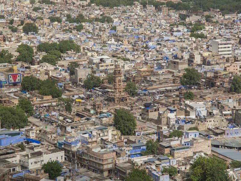 Jodhpur, panorama avec la tour d'horloge images libres de droits