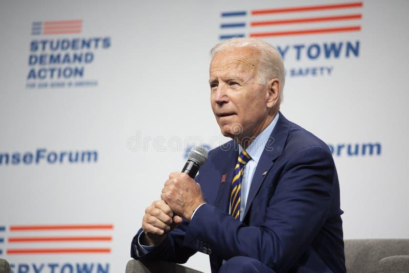 Joe Biden au forum de sens d'arme à feu le 10 août 2019, Des Moines, Iowa, Etats-Unis images libres de droits