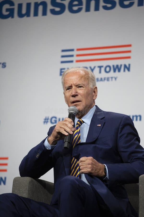 Joe Biden en el foro del sentido del arma el 10 de agosto de 2019, Des Moines, Iowa, los E.E.U.U. fotografía de archivo