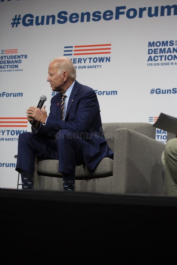 Joe Biden no fórum do sentido da arma o 10 de agosto de 2019, Des Moines, Iowa, EUA imagens de stock royalty free