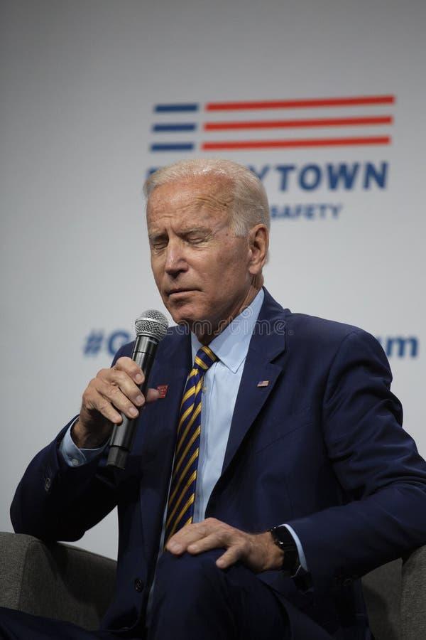 Joe Biden no fórum do sentido da arma o 10 de agosto de 2019, Des Moines, Iowa, EUA foto de stock royalty free