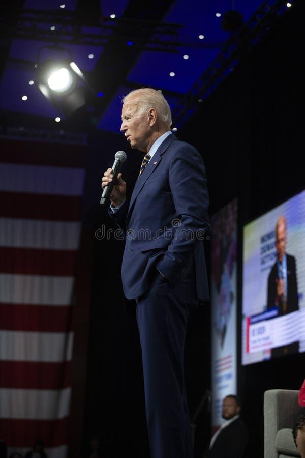 Joe Biden på vapenavkänningsforumet på Augusti 10, 2019, Des Moines, Iowa, USA arkivfoto