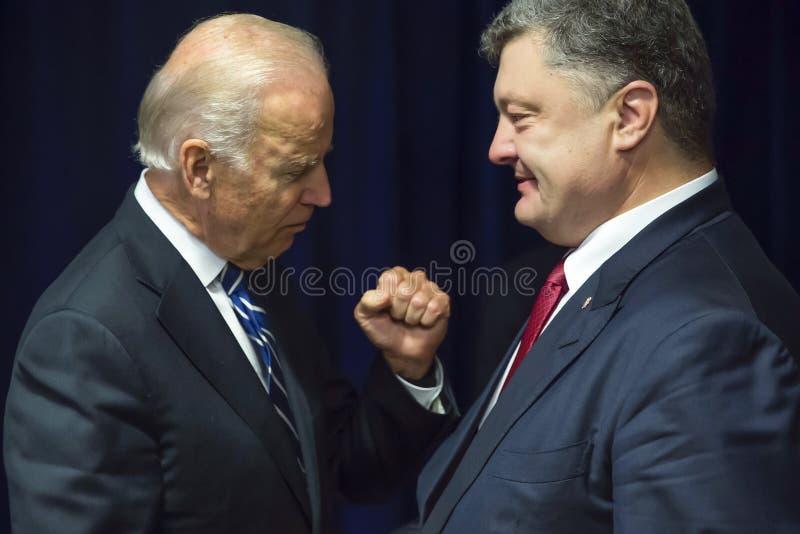 Joe Biden und Petro Poroshenko lizenzfreie stockfotos