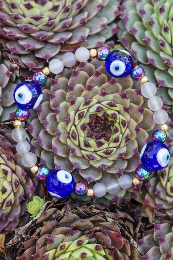 Joga bransoletka z naturalnymi koralikami zdjęcia stock