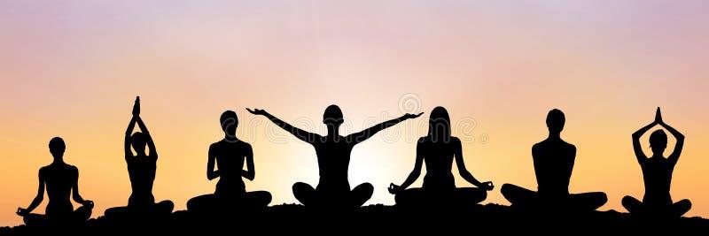 joga grupuje sylwetkę przy zmierzchem ilustracji