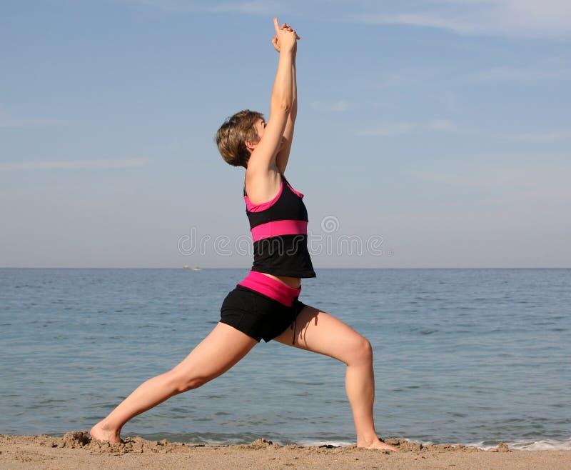 Download Joga na plaży zdjęcie stock. Obraz złożonej z zabawa, tło - 1585252