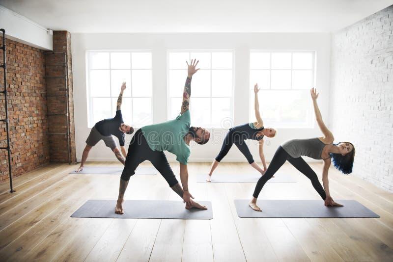 Joga praktyki ćwiczenia klasy zdrowie pojęcie zdjęcia stock