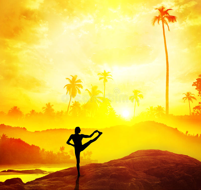 Joga w tropikalnym India zdjęcie royalty free