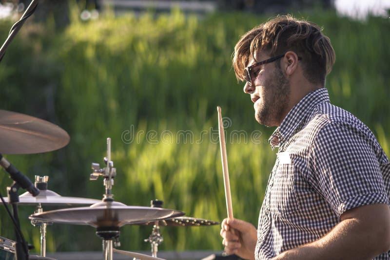 Jogador ativo 4 do baterista fotografia de stock