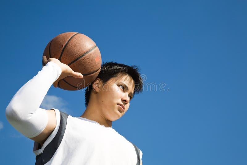 Jogador de basquetebol asiático foto de stock royalty free