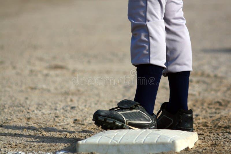Jogador de beisebol na base fotografia de stock