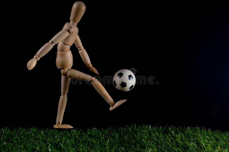 Jogador de futebol com esfera imagem de stock royalty free