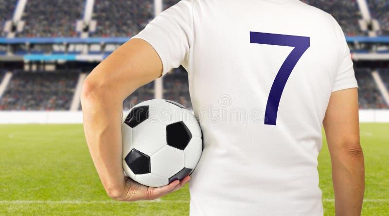 Jogador de futebol do futebol na equipe branca fotos de stock royalty free
