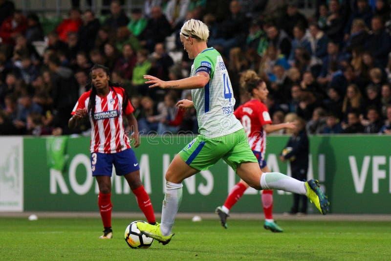 Jogador de futebol fêmea, Nilla Fischer, na ação durante a liga dos campeões das mulheres do UEFA imagem de stock