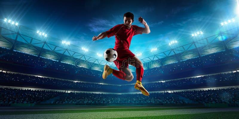 Jogador de futebol no panorama da ação fotografia de stock royalty free