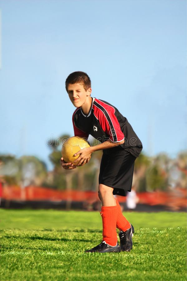 Jogador de futebol pronto para retroceder fotos de stock royalty free