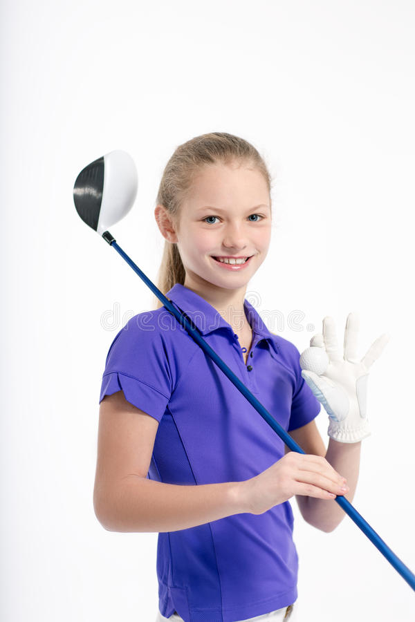 Jogador de golfe bonito da menina no backgroud branco no estúdio foto de stock