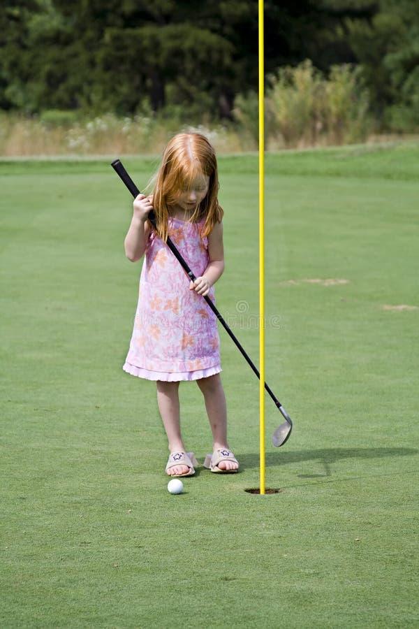 Jogador de golfe da menina fotografia de stock