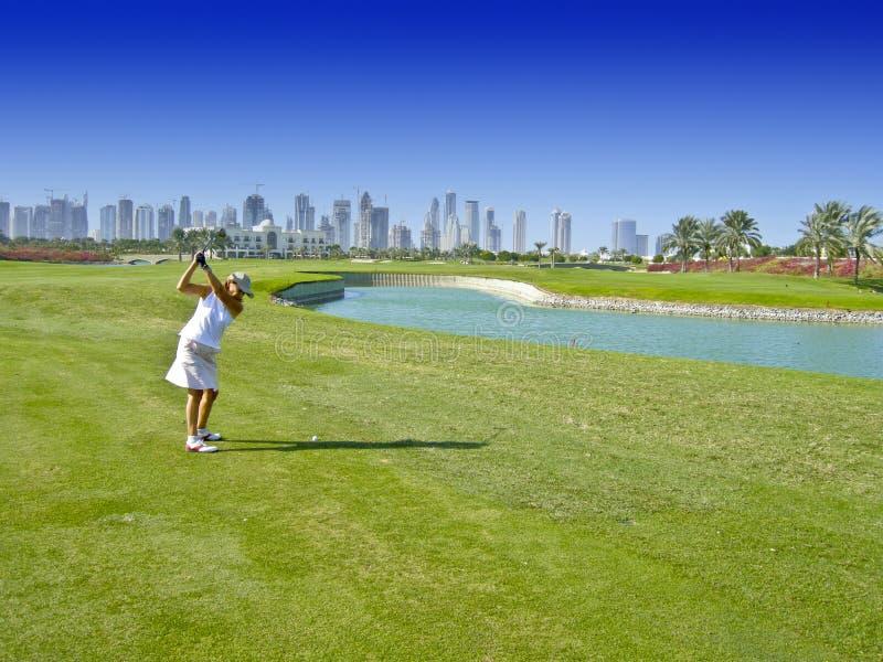 Jogador de golfe da mulher fotografia de stock