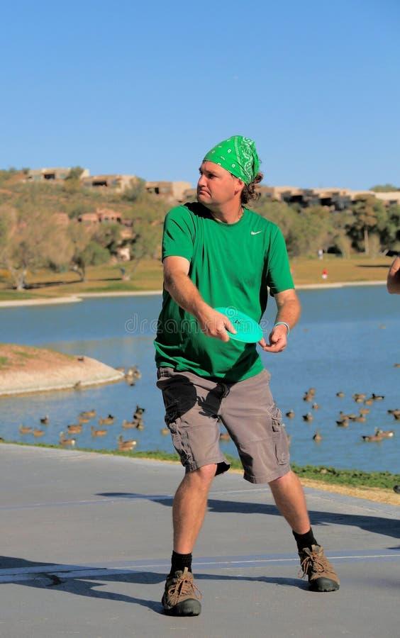 Jogador de golfe do disco: Sobre para jogar fotografia de stock