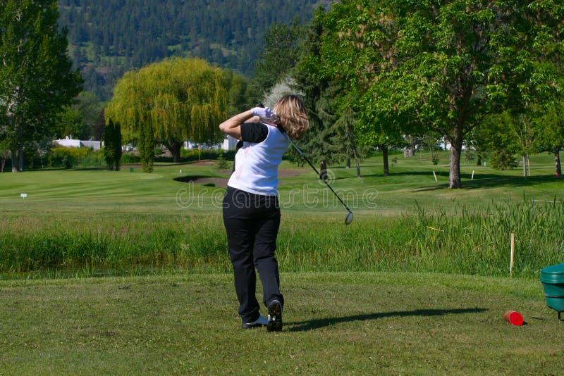 Jogador de golfe fêmea fotografia de stock