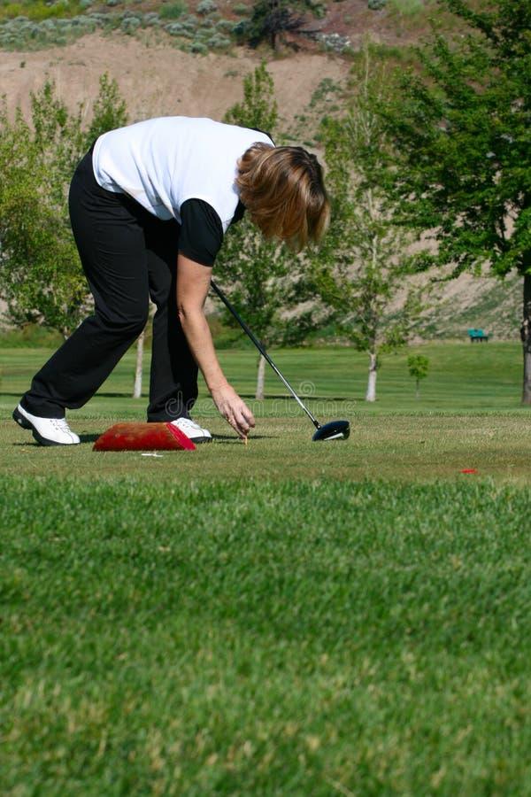 Jogador de golfe fêmea imagens de stock royalty free