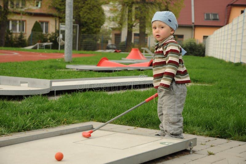 Jogador de golfe pequeno foto de stock royalty free