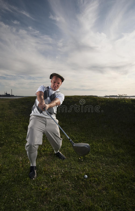 Jogador de golfe que falta a esfera. imagem de stock