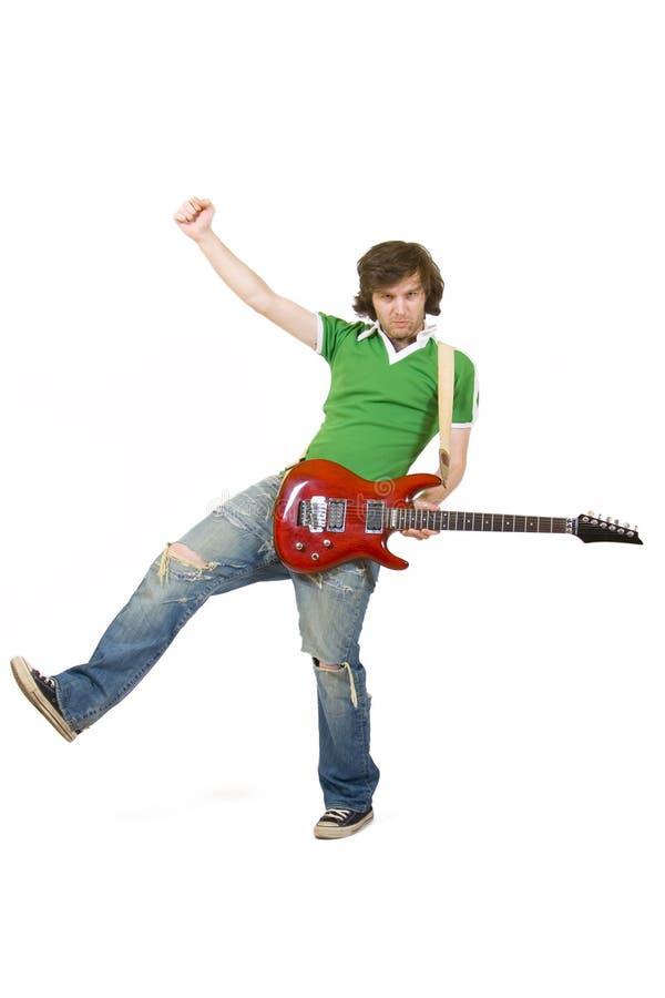 Jogador de guitarra apaixonado que joga sua guitarra foto de stock