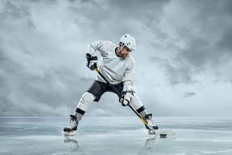 Jogador de hóquei em gelo imagem de stock royalty free