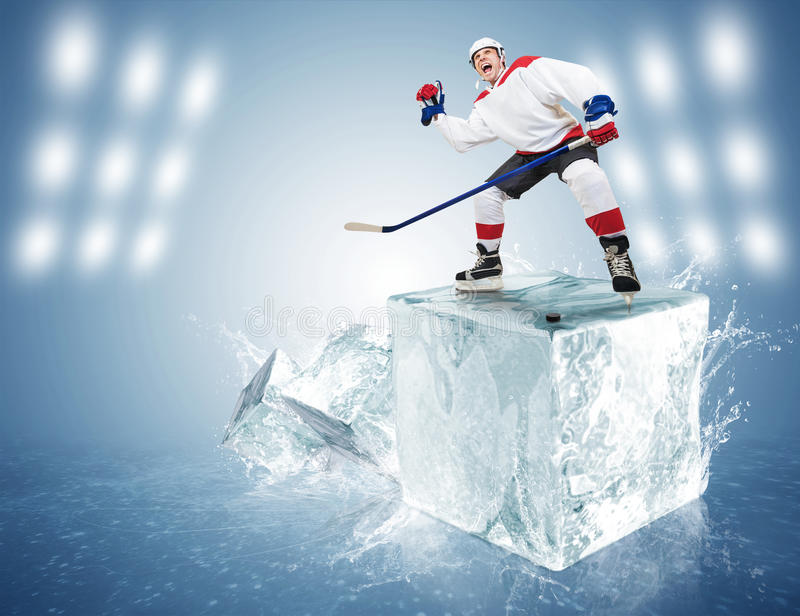 Jogador de hóquei no cubo de gelo fotografia de stock royalty free