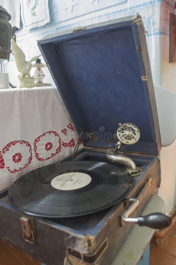 Jogador de registro antigo do áudio uma placa foto de stock
