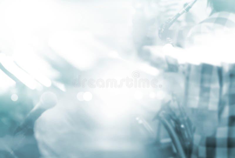 Jogador de saxofone abstrato do borrão de movimento na fase para o fundo, texto vazio imagem de stock royalty free