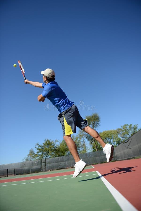 Jogador de ténis do hispânico de Matrure foto de stock royalty free