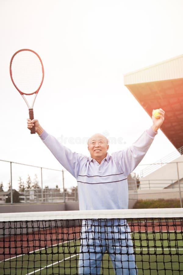 Jogador de ténis sênior imagem de stock
