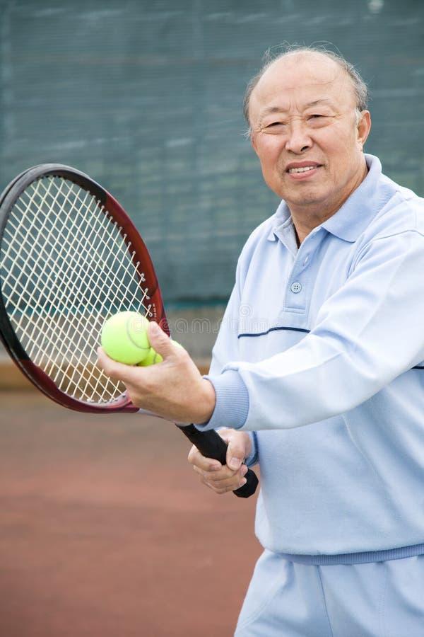 Jogador de ténis sênior foto de stock royalty free