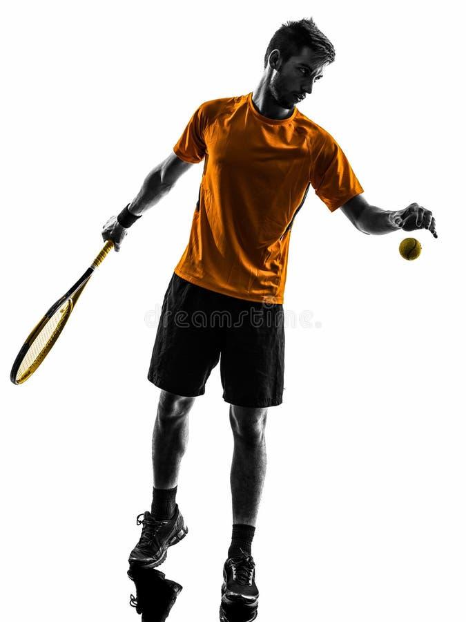 Jogador de tênis do homem na silhueta do serviço do serviço imagens de stock royalty free